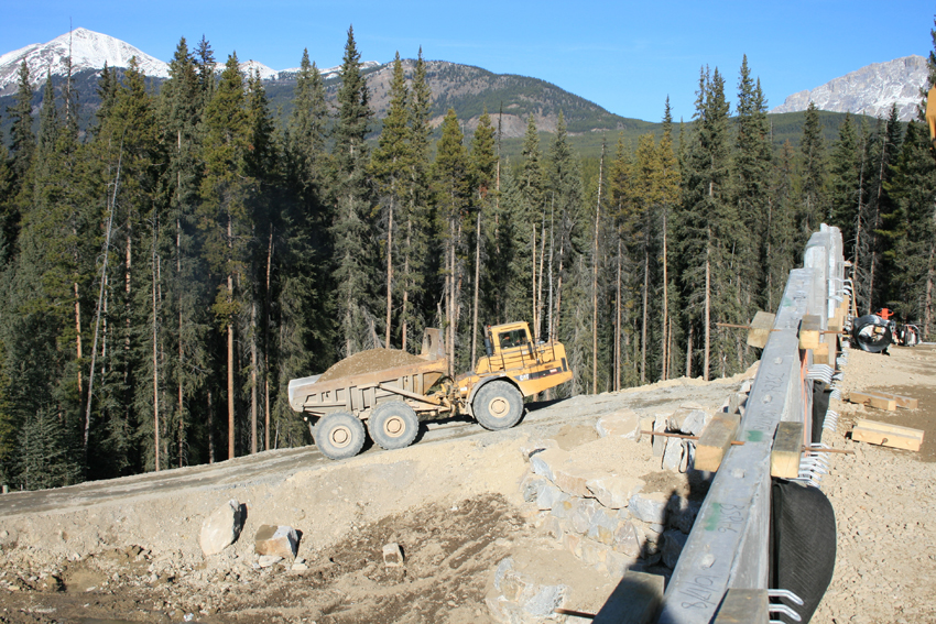 banff_wildlife_crossing_construction3
